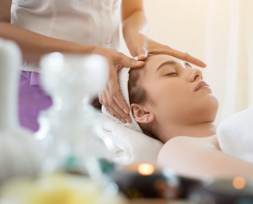 Massages bien-être aux huiles essentielles